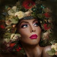 Porträt mit Blumen und Schmetterlingen