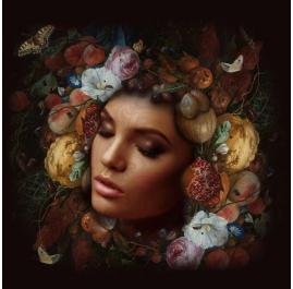 Porträt mit Blumen und Kürbissen