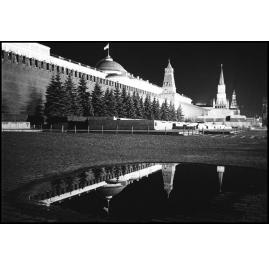 Moscow Kremlwall at night 1991