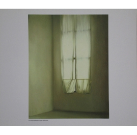 Kleines Fenster mit Vorhang
