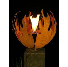 """Outdoor-Feuerstelle - """"Flame"""" - auf Sockel aus oxidierter Eiche - Mittlere Höhe"""